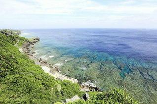 伊江島の北西岸にある「湧出」。湧き出る水が、昔から飲料水などに利用されてきた(沖縄県伊江村)=九州支社