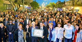 サン・フェルナンド市から池田先生ご夫妻への「顕彰状」は池田バンガード・オーケストラの野外コンサートの席上、授与された(同市内で)