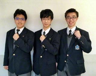 近畿高校囲碁選手権大会で熱戦を繰り広げた関西創価高校囲碁部のメンバー(左から野口さん、坂本さん、好井さん)