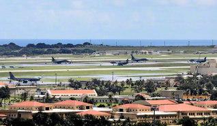 グアム・ジーゴの米軍アンダーセン空軍基地。米軍は、グアムを西太平洋の戦略的要衝と位置付けている(昨年8月15日撮影)=ロイター