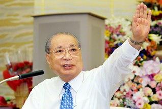 皆が幸福に! 皆が勝利者に!――第5回北陸総会でスピーチする池田先生(2006年4月、八王子市の東京牧口記念会館で)