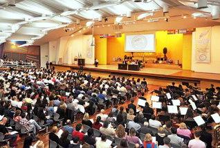 ブエノスアイレスで開催されたラテンアメリカ教学研修会。森中SGI教学部長の担当で、「聖人御難事」などを研さんした(アルゼンチン平和講堂で)