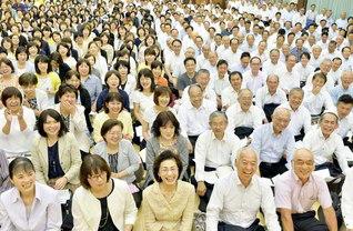 「奈良広布誓願の日」20周年を記念する支部長会。日吉副会長が激励した(明日香文化会館で)