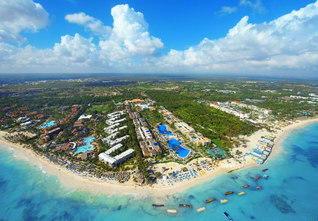 カリブ海に浮かぶドミニカ共和国(本年2月、本社カメラマン撮影)。世界中から観光客が訪れる憧れの島である