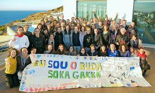大海原を見渡す街で行われた研修会に集ったポルトガルSGIのリーダーたち(2日、トレシュ・ベドラシュ市内で)