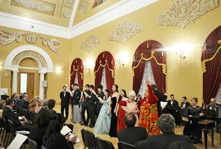 「共に感動を創ろう」をテーマに開催されたロシア公演。モスクワ大学では、「インペリアル・ホール」で華やかに(2015年12月10日)