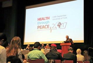 核兵器廃絶への潮流を!――活発な議論が交わされたIPPNW世界大会(4日、ヨーク大学のセントラル・ホールで)