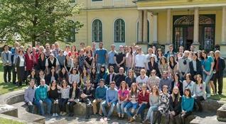 エストニアやスロベニアなどの友が集った東欧青年部研修会。セルビア、ブルガリア、ポーランドの代表が活動報告を