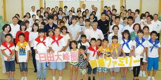 大分・日田大峰圏の友。大会では吉村美智男圏長があいさつし、少年少女部の大分列車合唱団が決意の歌声を。未来部による平和学習も(日田文化会館で)