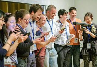 研修会の合間に行われたミニ文化祭で、合唱を披露したスロベニア、クロアチア、セルビアの友