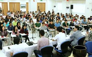 全国から代表が集った青年部教学研修会。「仕事と信心」などについて学んだ(マニラ国際平和会館で)