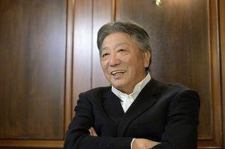 伝記小説「琥珀の夢」について語る作家の伊集院静さん