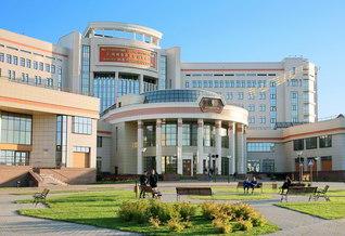 モスクワ大学の創立者の名を冠するロモノーソフ棟。同大学と創価大学は1975年5月、池田先生の2度目の訪露の折、学術交流協定を調印。留学生の往来が続いてきた