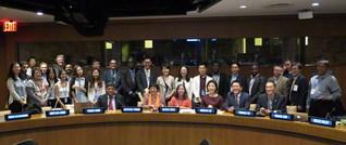 国連関係者、日韓両政府の代表、NGOらが参加して活発に議論を交わした公式関連行事。終了後、参加者が記念のカメラに納まった(国連本部で)