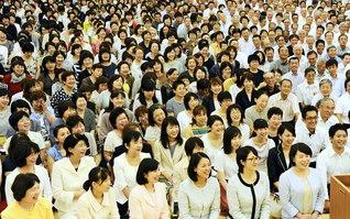 富山総県の幹部会では、土山総県青年部長が後継の陣列を広げゆく決意を述べた(富山文化会館で)