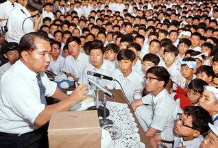 獅子から育った子は皆、獅子です。創価学園から育った人材は、どんな人であっても、栄光輝く使命を担った存在なのです――第2回栄光祭で語る池田先生(1969年7月17日、東京・創価学園の第1グラウンドで)