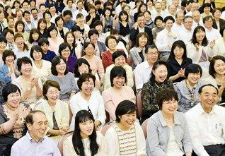 """第1回の首都圏「社会教育部」の大会(昨年、東京・信濃町の広宣会館で)。学校以外の""""学びの場""""で働く友は、子どもの成長にとって、今後ますます不可欠の存在に"""
