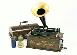 シリンダー式蓄音機「ホームA型」(アメリカ エジソン社 1903年)