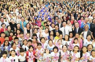 多彩な人材が躍動する香港SGI。合唱団、音楽隊、鼓笛隊、体操隊、芸術部など12のグループで構成される文化本部が総会を晴れやかに(先月18日、香港文化会館で)