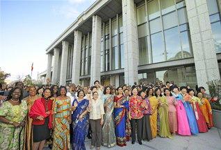 本年11月に完成から5周年を迎える「広宣流布大誓堂」(東京・信濃町)。世界中のSGIメンバーが日々、集い、世界広布への誓いを新たにしている