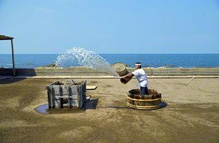 能登半島に500年続く塩づくり(石川県珠洲市内で)