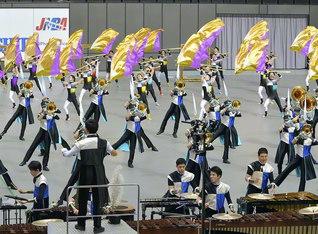 勇壮な演技・演奏で、15度目の日本一に輝いた創価ルネサンスバンガード。各地で活躍する音楽隊、鼓笛隊に全同志が喝采!(17日、さいたまスーパーアリーナで)