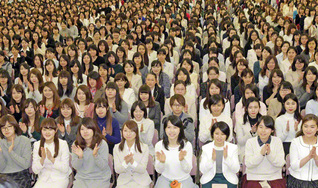 信心を根本に、揺るぎない幸福の土台を築きゆこう(今月2日、東京戸田記念講堂で開催された首都圏女子学生部の大会)
