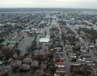 ハリケーン・カトリーナの影響で水没したニューオーリンズ(アメリカ、2005年8月)=ロイター