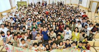 北海道・釧路総県の友。大会では、少年少女部の指揮で方面歌「三代城の歌」を参加者全員で歌い上げた(釧路平和会館で)