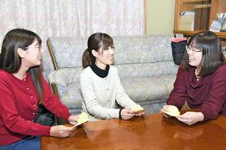 一人一人の声に耳を傾け、温かな励ましで、女子部全員と絆を結ぶ「訪問ロマン総会」。一人と会い、一人と語らい、幸の連帯を!