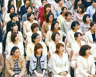 何があっても師と共に広布へ前進する最極の人生を(4月8日、福岡市の九州池田講堂で行われた、総福岡と佐賀総県女子部の集い)