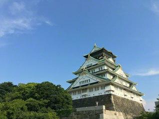 澄みわたる青空を背にそびえ立つ大阪城(大阪市中央区)=奈良支局・岡靖久通信員