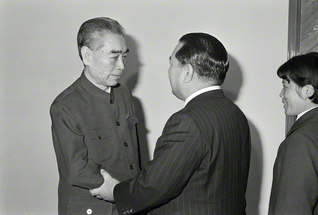 1974年12月5日、重病の身を押して、周恩来総理が池田先生と会見。この一期一会の出会いから、世々代々の友好の扉が開かれた(北京市内で)