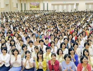 信心根本の挑戦で一切を自身の人間革命、宿命転換の好機に!(今月1日、東京牧口記念会館で行われた「全国白蓮グループ大会」)