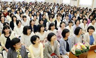 希望をつくれる人は幸福――師と共に、同志と共に、朗らかに使命の青春をと誓い合った女子部の結成記念の大会(創価女子会館で)
