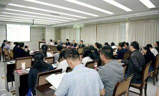 気鋭の研究者が活発に意見を交換し合ったシンポジウム(甘粛省敦煌市で)