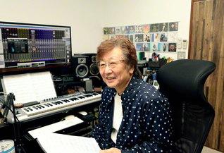 「音楽だけは誰にも負けないっていう強いハートを持ってます」と稗島さん。自宅のスタジオで創作活動に励む