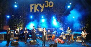 ジョグジャカルタ芸術フェスティバル(8日)での熱演。出演者は「このような音楽交流が世界平和を築くと信じます」と感想を語った