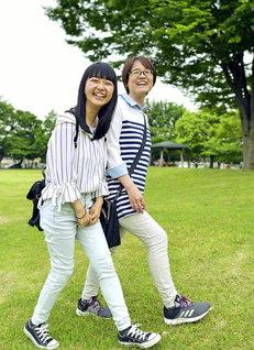 森田さん㊨が長女・愛美さんと。負けない人生を歩んでいく