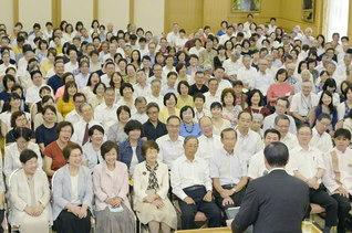 8・29「国際部の日」50周年を記念して開催された国際本部の総会(26日、広宣会館で)