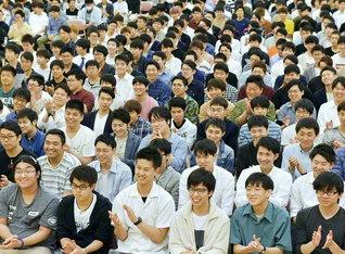 行学錬磨に徹する、各地の男女学生部の友。その成長の一歩一歩が、社会の発展の力であり、世界の平和の光