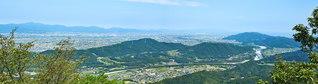 神山森林公園から、神山町や徳島市の周辺を望む