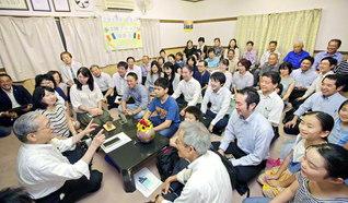 神奈川・センター北地区本陣ブロックの座談会には、原田会長が出席。刈屋賢一さん、永野新一さんが力強く決意発表した(横浜市都筑区で)