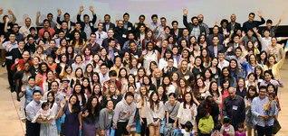 SUAの同窓生は、世界各地に雄飛。社会に貢献する世界市民として活躍している(本年5月、SUAで行われた「創宝会」総会から)