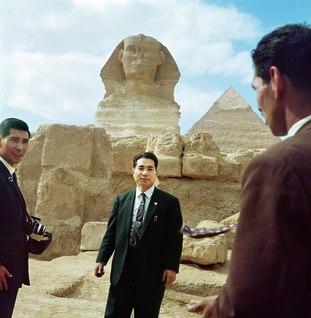 エジプトを訪れ、スフィンクスとピラミッドを視察(1962年2月7日)