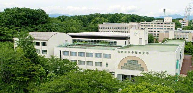 創価女子短期大学の白亜の学舎。ここから、社会を照らす人材が陸続と羽ばたいている