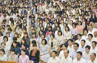 清新な決意で前進を誓う総埼玉の本部長会。会合では婦人部のロワール合唱団が歌声を披露した(埼玉文化会館で)