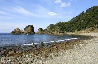 奇岩があり、スキューバダイビングのスポットとしても知られる「妙見浦」。国の名勝および天然記念物に指定されている(熊本県天草市)=九州支社