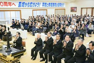長崎平和会館で行われた「世界平和祈願勤行法要」。原爆と戦争による全ての犠牲者の冥福を祈り、不戦の世紀建設への誓いを新たにした