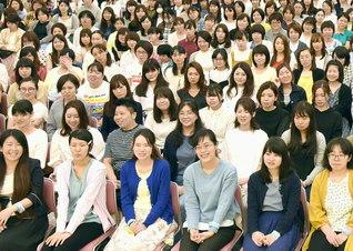 ますます仲良く賢く伸び伸びと――女子部の「桜梅桃李」の幸のスクラムは、立正安国の希望